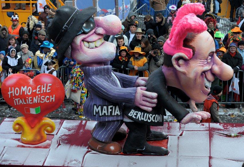 Высмеивание Берлускони в 2010 году