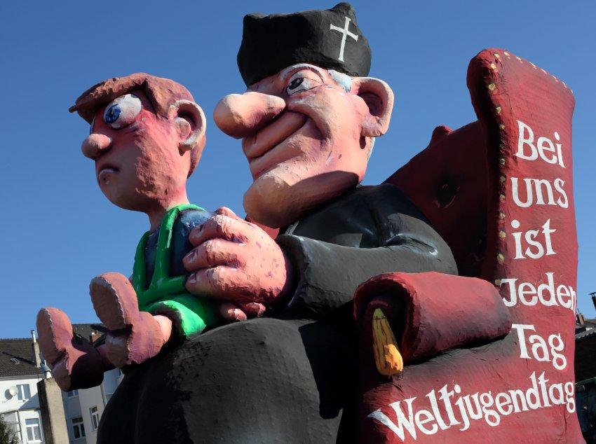 Высмеивание злоупотреблений католических священников