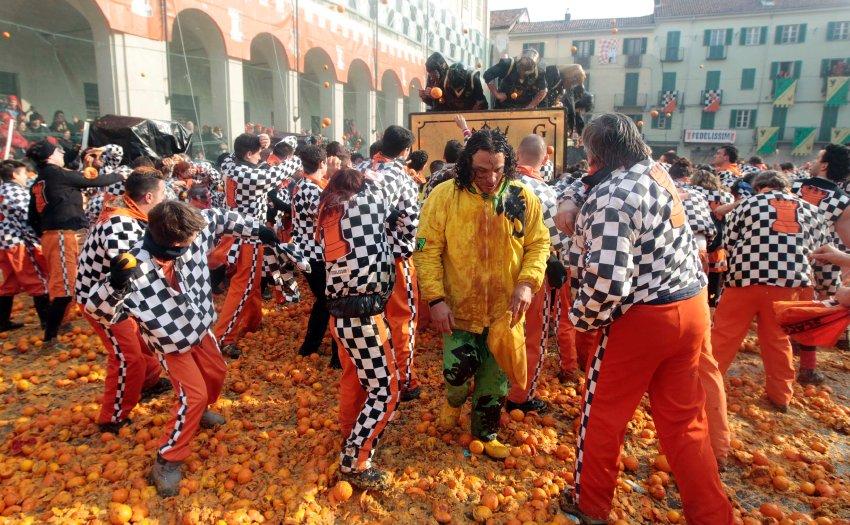 Ивреа утопает в апельсинах