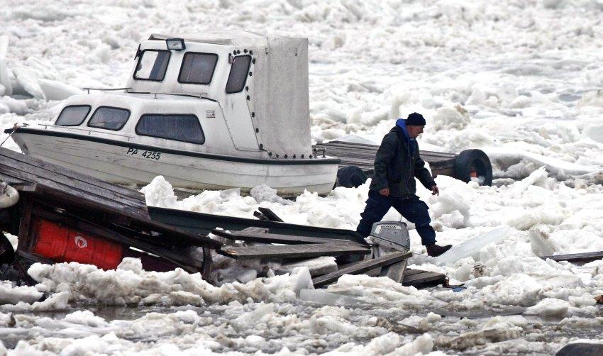 Разрушенные лодки на Дунае
