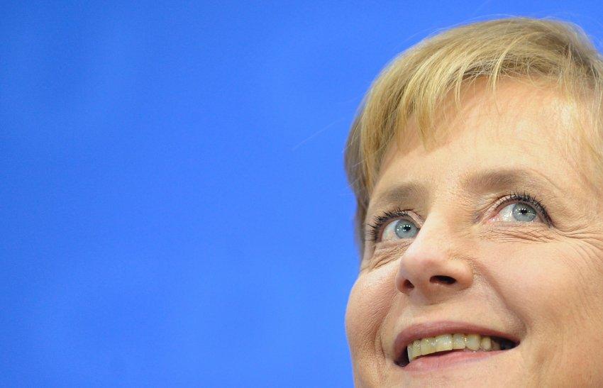 Карл Лагерфельд поет хвалебную песнь Ангеле Меркель