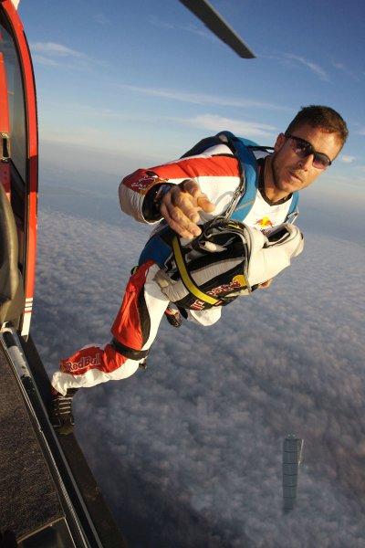 Экстремальные прыжки с парашютом Баумгартнера