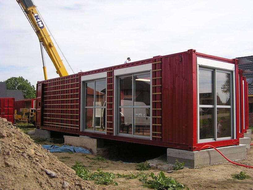 Установка контейнеров на фундамент