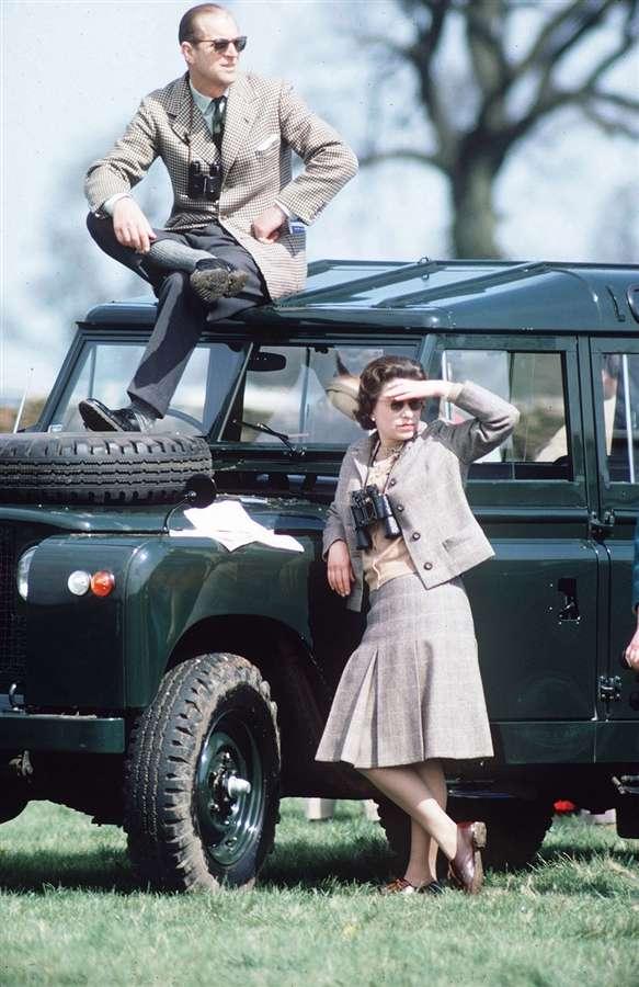 Королева и герцог Эдинбургский смотрят на испытания, 20 апреля 1968 года