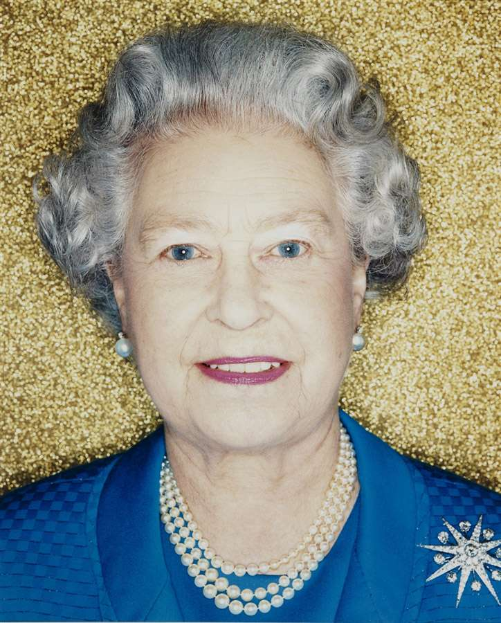 Королева в 2001 году