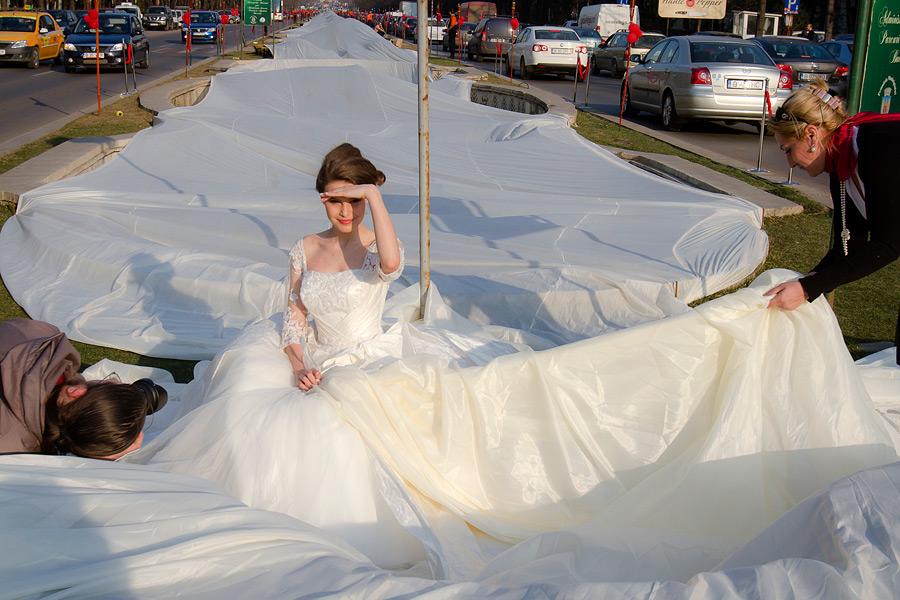 Самое длинное свадебное платье из Румынии