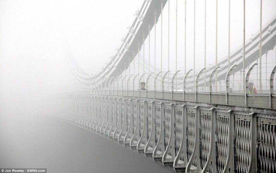 Туман в Лондоне, висячий мост в Бристоле