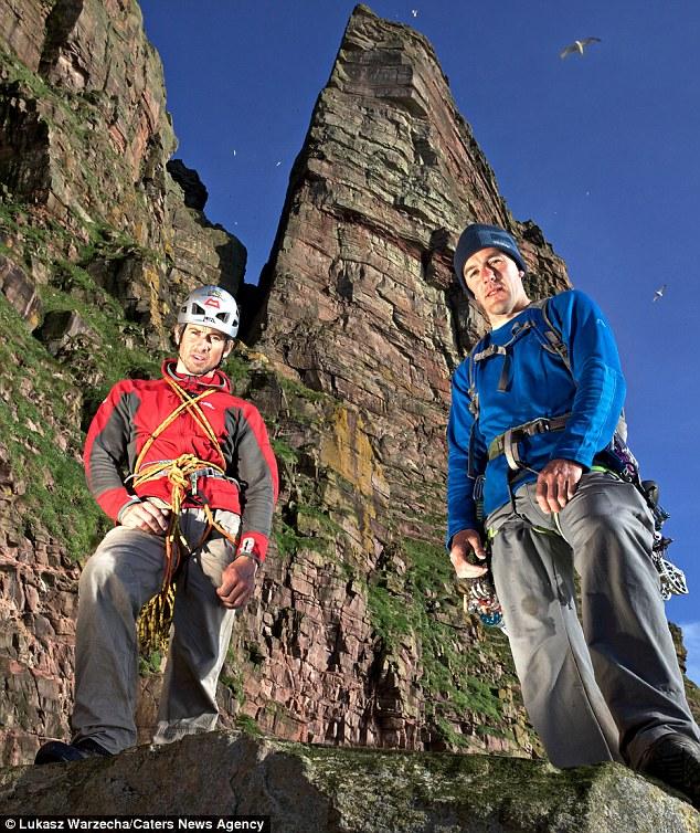 Альпинисты Энди Тернер и Дейв Маклеод на фоне скалы
