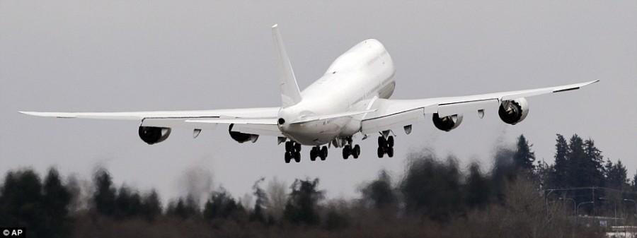 Boeing 747-8 отправился в новый дом