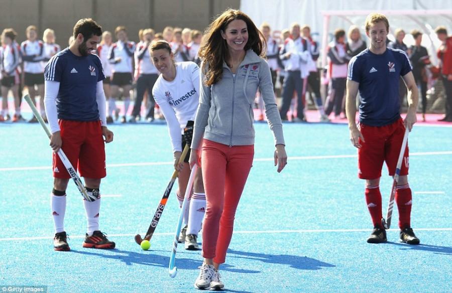 Кейт Миддлтон на встрече с женской хоккейной командой Британии