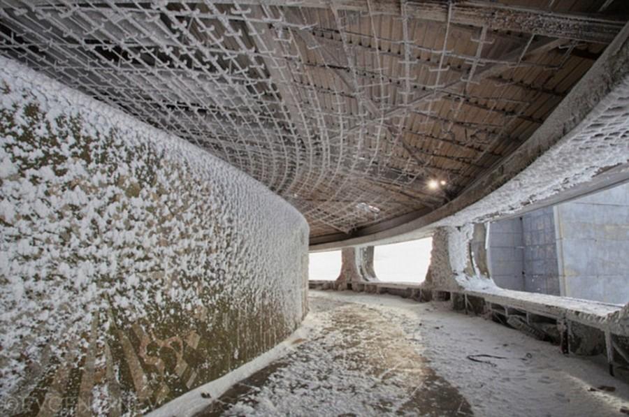 Элементы сооружения разрушаются под властью непогоды