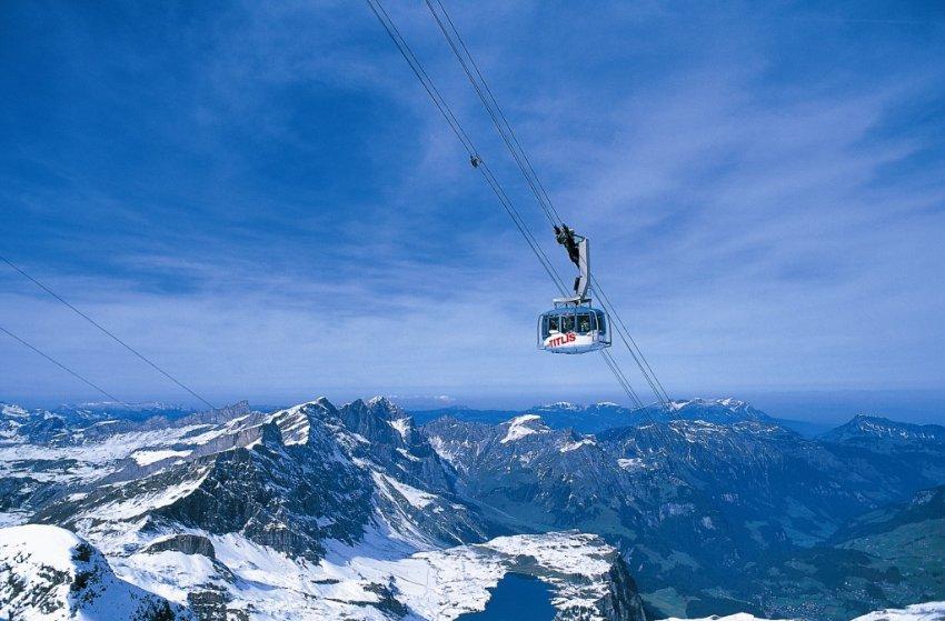 Гора Urner 3238 метров в Альпах
