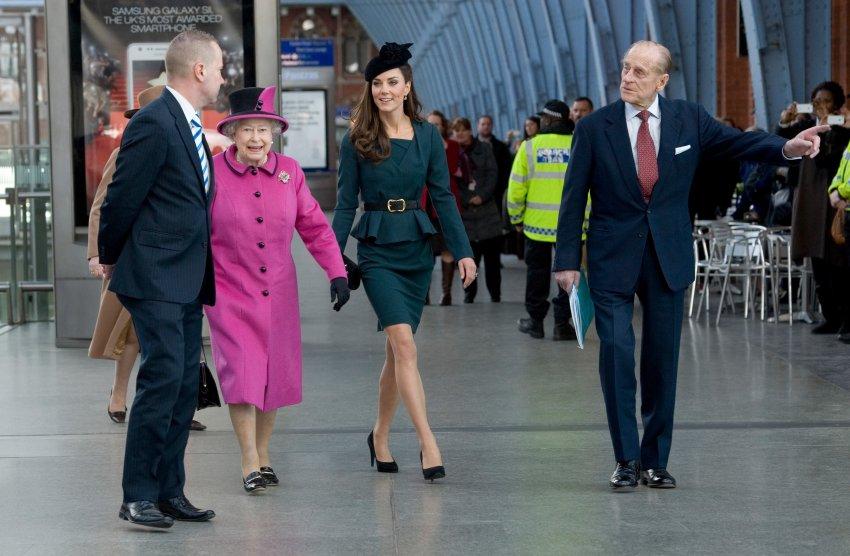 Начало турне королевы Елизаветы с Кейт и принцем Филиппом