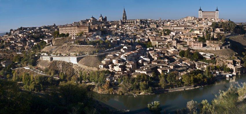 Толедо расположен в 70 километрах к югу от Мадрида, когда-то был столицей Испании
