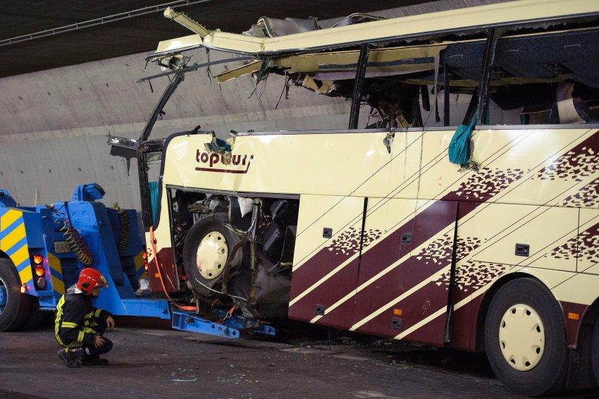 Транспортировка автобуса из тоннеля