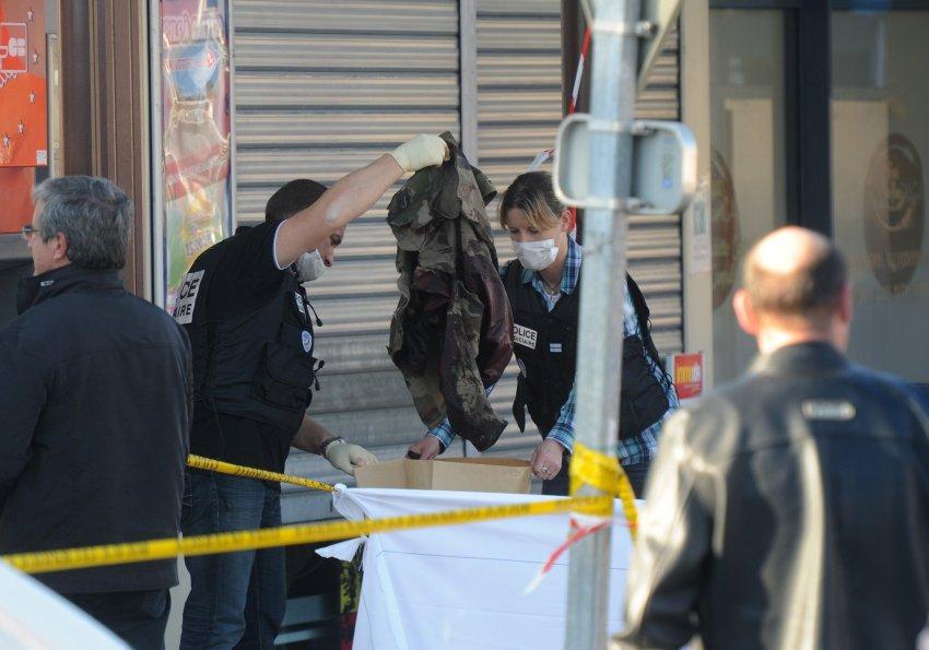Полиция собирает кровавые улики происшествия