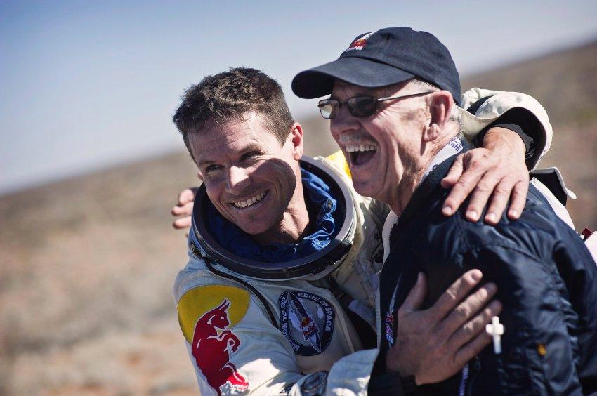 Felix Baumgartner после удачного приземления