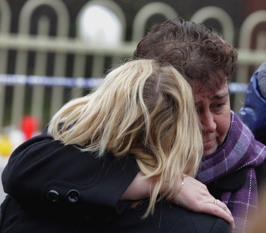 Жители Бельгии во время минуты молчания по детям, погибшим в Швейцарии