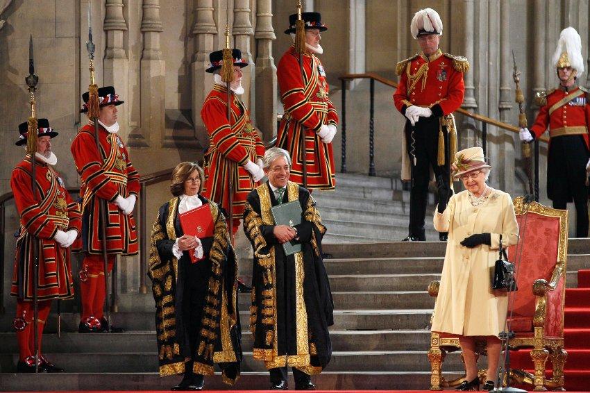 Елизавета выступает перед Парламентом