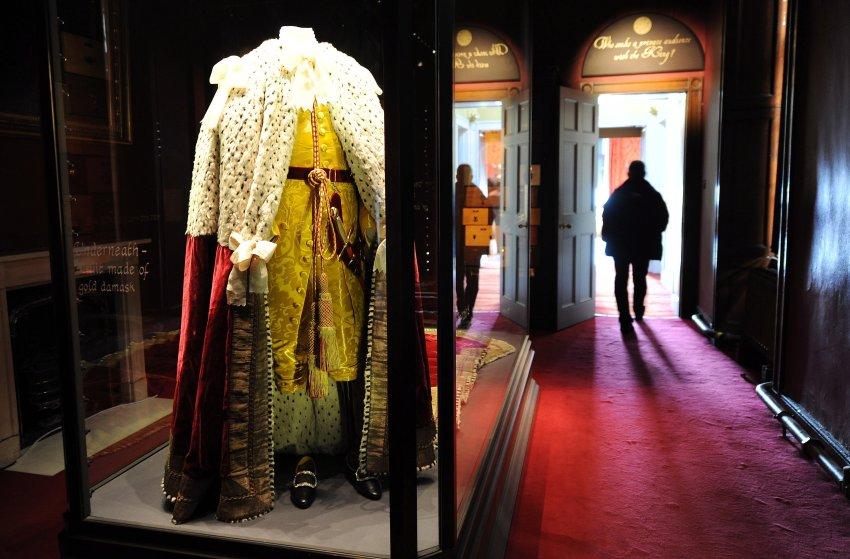 Тяжелые одеяния короля Георга III с коронации