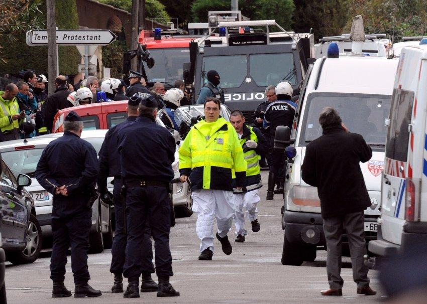 Двое полицейских получили ранения во время проведения операции задержания