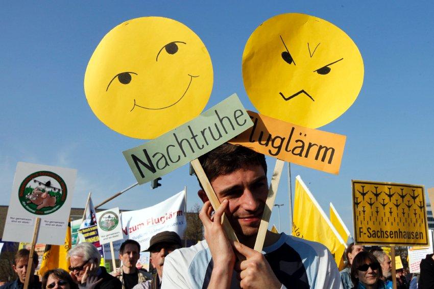Во Франкфурте на Майне, несколько тысяч человек собрались на демонстрацию против ночных полетов