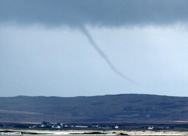Торнадо на острове Северный Уист