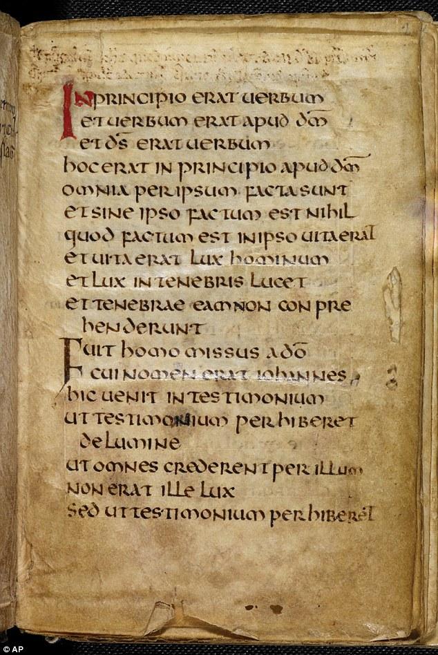 Первая страница Евангелия Катберта