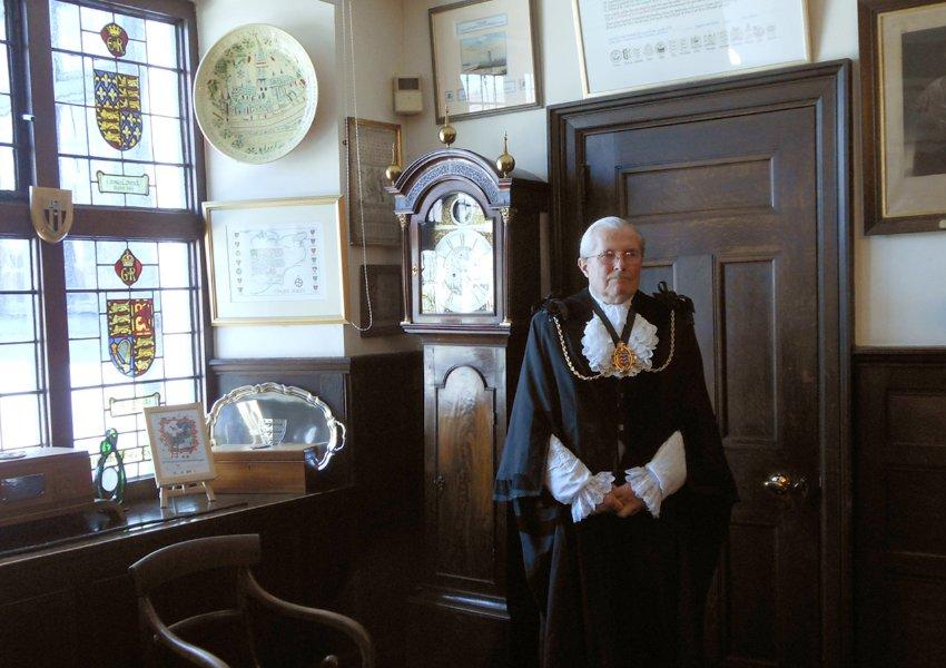 Мэр города Sandwich Jeremy Watts