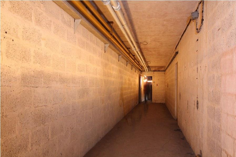 Один из коридоров бункера в прекрасном состоянии