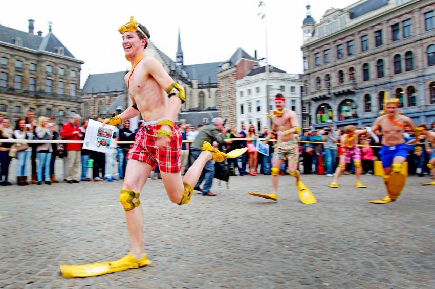Соревнования по бегу в ластах