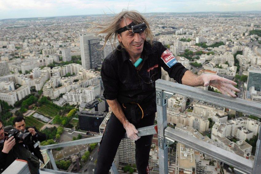 Ален Роббер на небоскребе «Tour First»