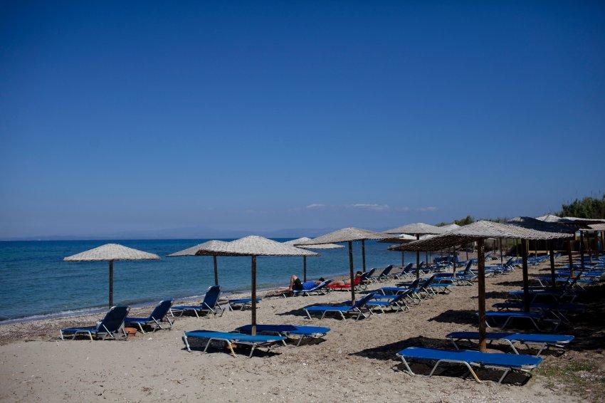 Туристы боятся ехать в Грецию, поэтому пляжи пусты