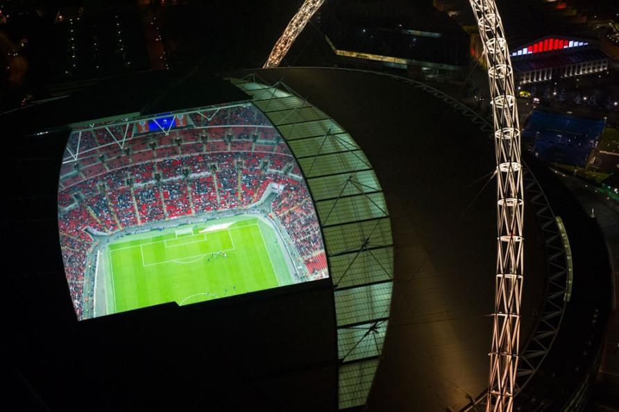 Ночные игры на стадионе Уэмбли