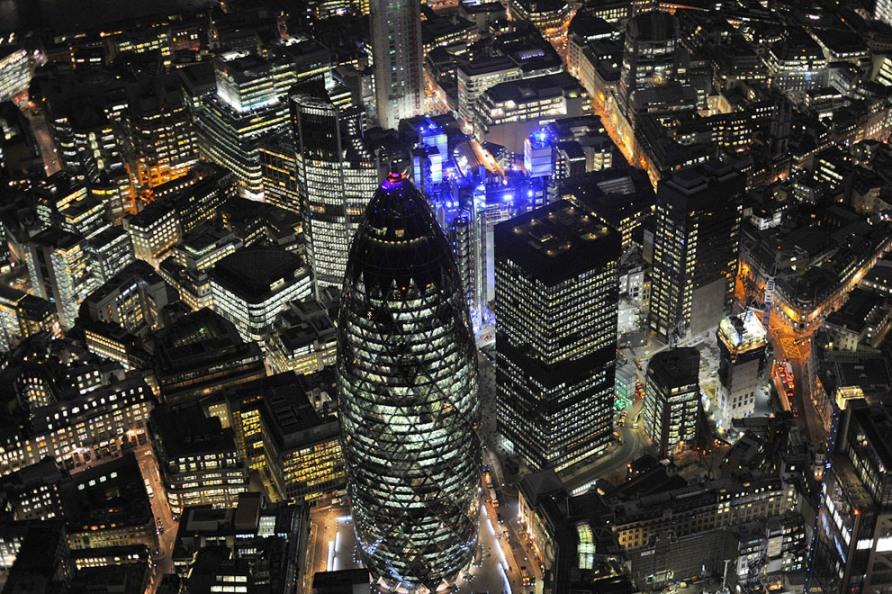 Швейцарская башня Re и здание Lloyds, Лондон Сити