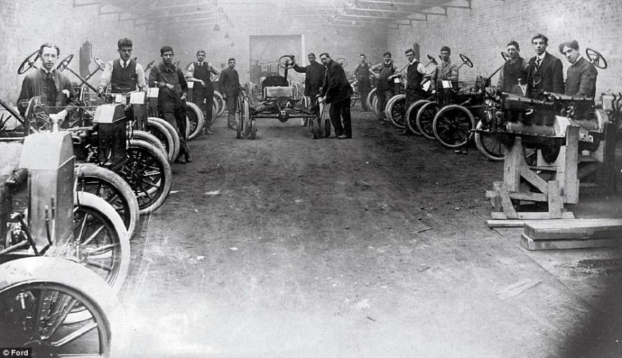 Рабочие Траффорд Парк в Манчестере, около 1912 года