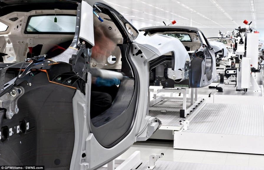 Движение автомобилей в производственном цеху