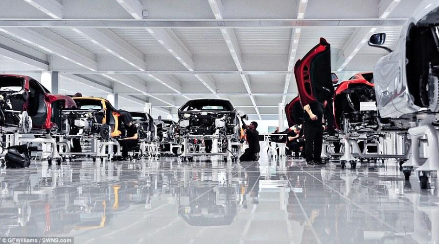 Современный завод McLaren в 2012 году