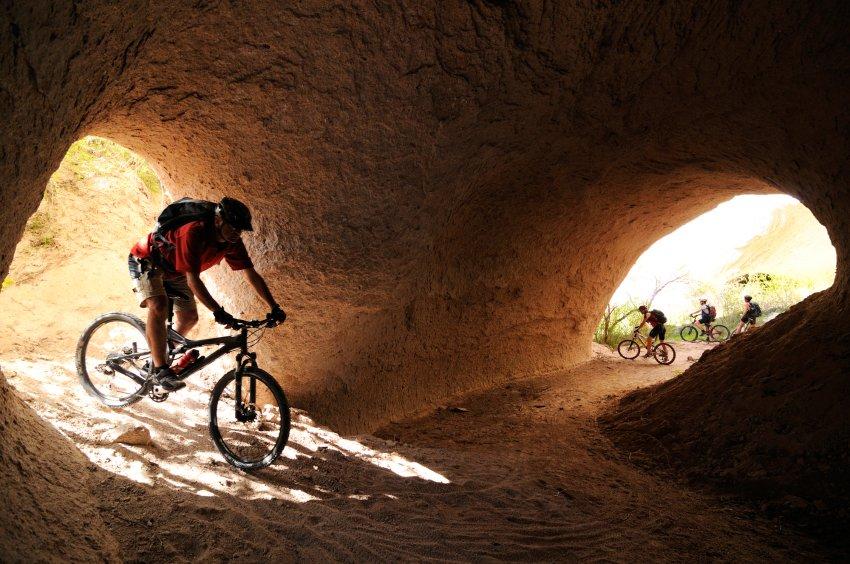 В системе туннелей, сделанных рекой