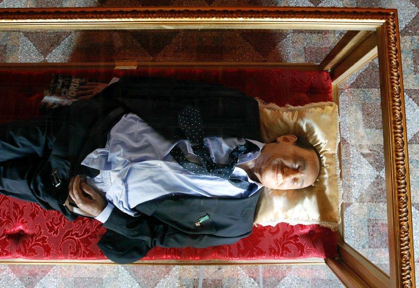 Восковой Берлускони