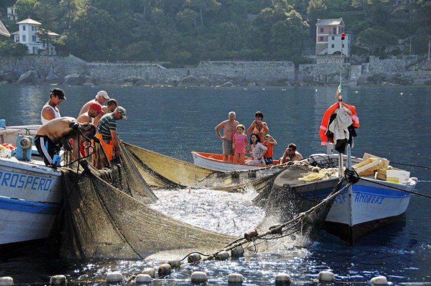 Рыбаки с сетью Tonnarella
