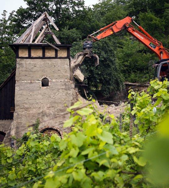 Замок снесли из-за остуствия разрешения на строительство