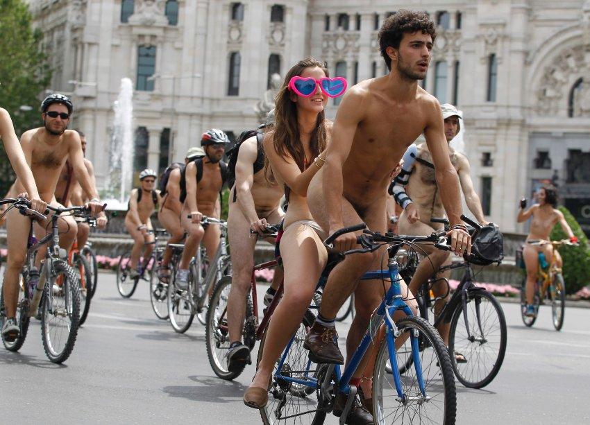 Международный голый велолпробег