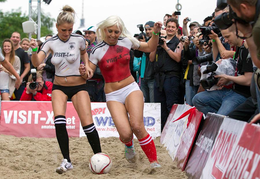 Футбол топлесс или как Дания победила Германию