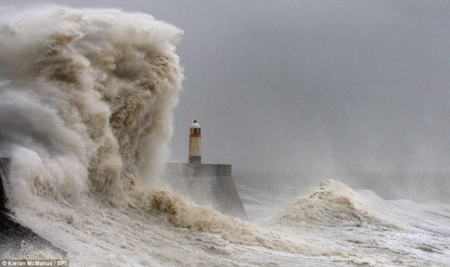 Европейский муссон свирепствует в Великобритании