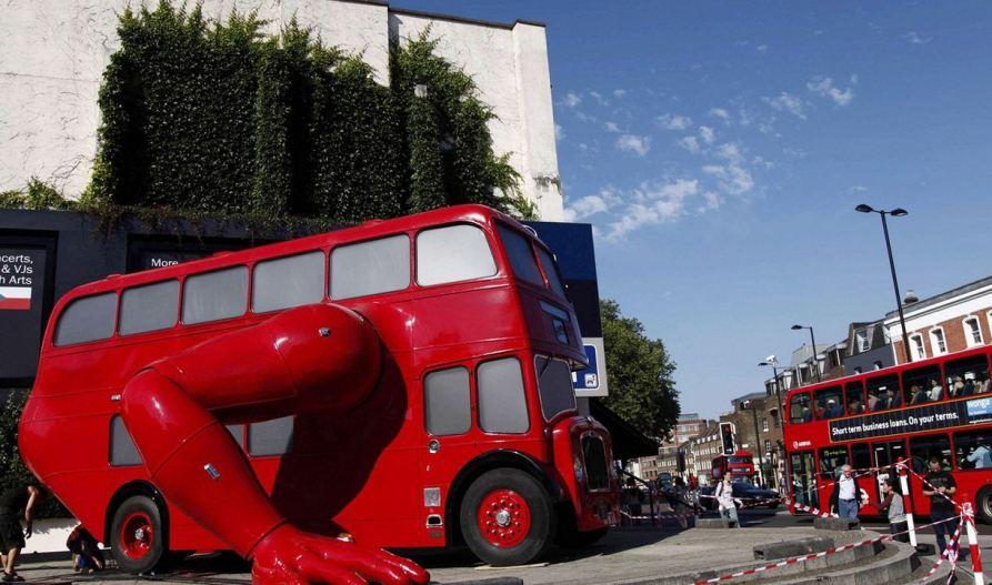 Автобус - спортсмен перед Чешским Домом в Лондоне