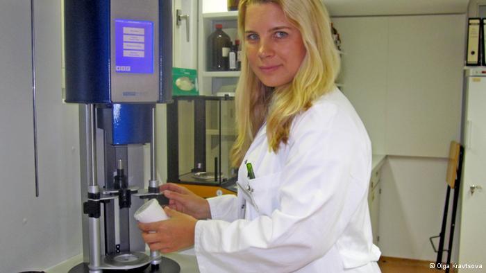 Ольга Кравцова за работой в мюнхенской аптеке
