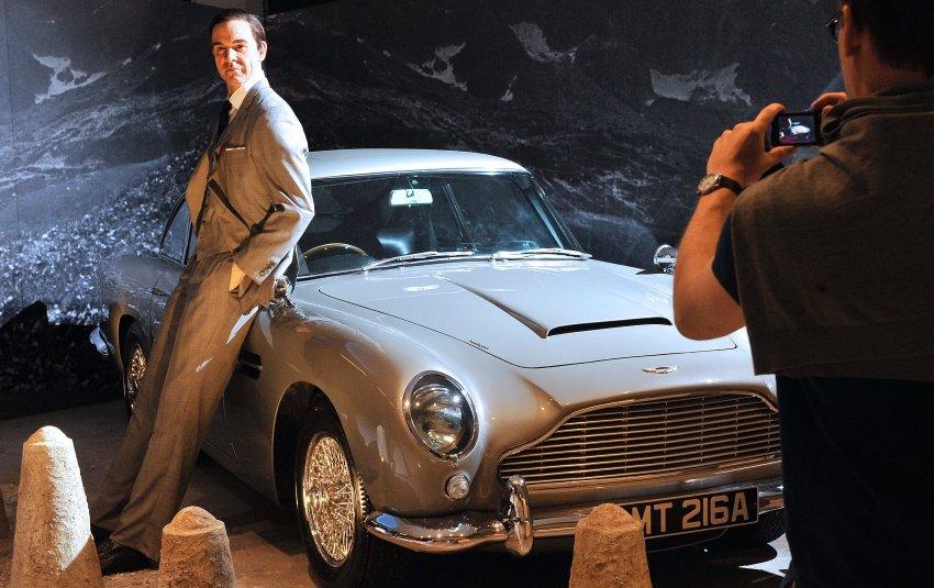 Джйемс Бонд и его автомобиль