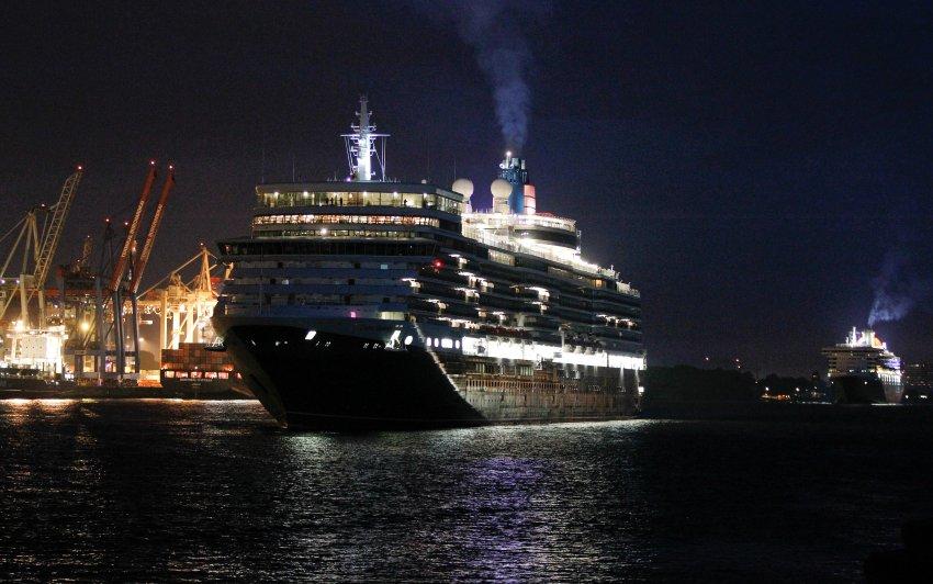"Прибытие  ""Queen Elizabeth"" und ""Queen Mary 2"" в Гамбург"