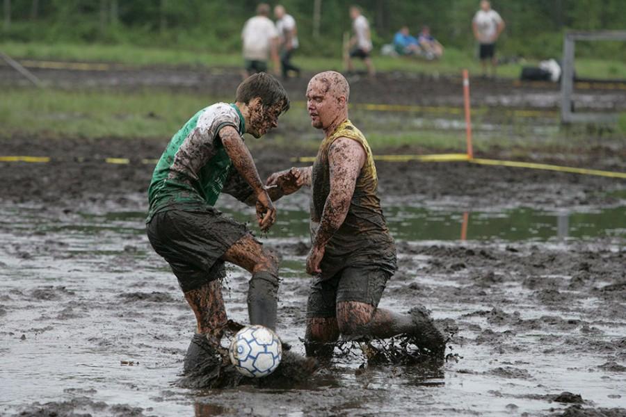 Два игрока конкурирующих команд